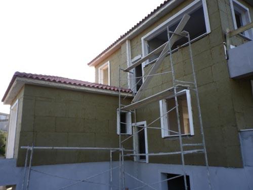 Εξωτερική θερμομόνωση με πετροβάμβα σε νέα κατοικία σύστημα STO THERM MINERAL